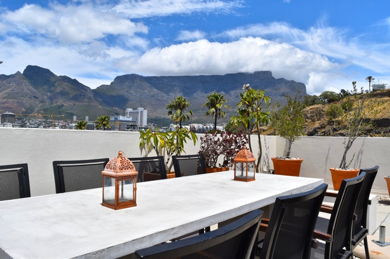 39 Dixon Street - Table & view of Table Mountain