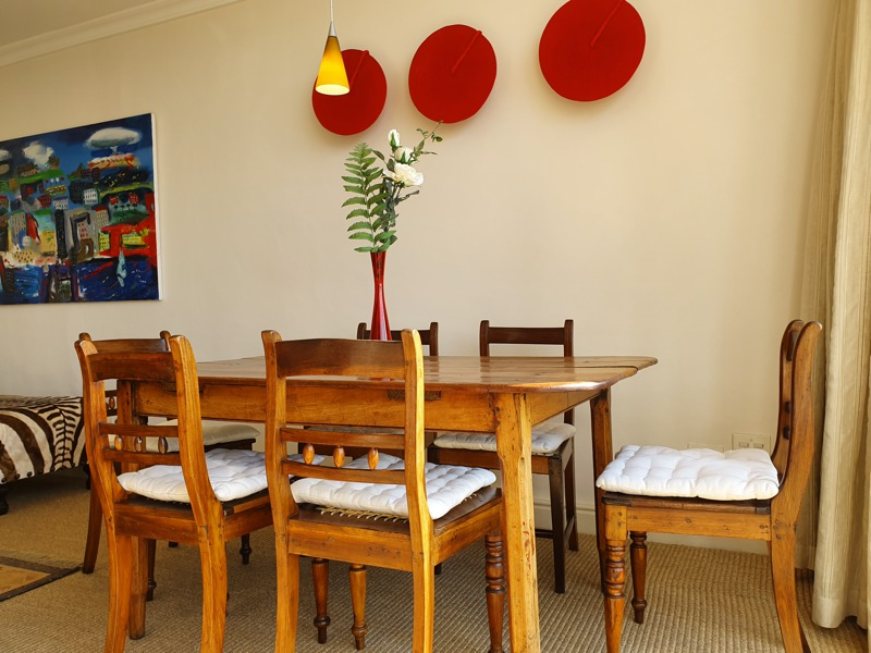 70 Loader Street - dining area