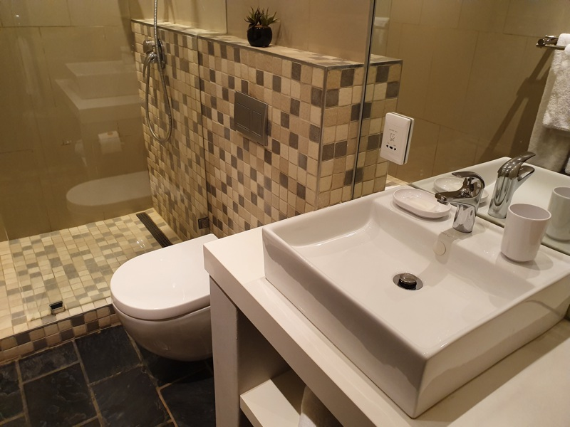 42 Napier Street - bathroom 2