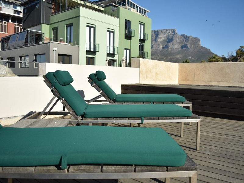 2 Loader Street - roof terrace sun loungers