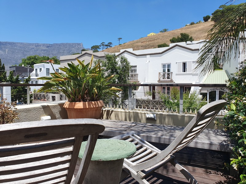 70 Loader Street - loungers & view