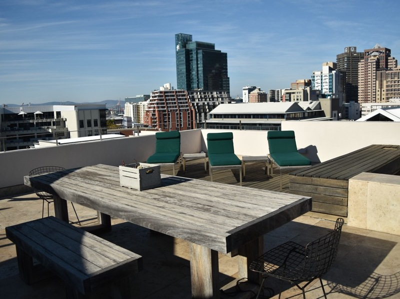 2 Loader Street - roof terrace seating & views