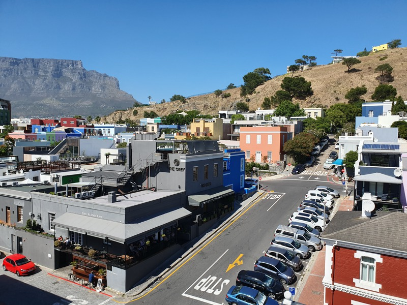 32 Napier Street - balcony view of city and Table Mountain