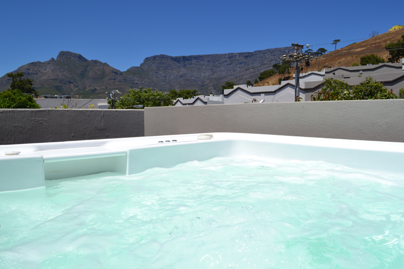 2 Bayview Terrace - Jacuzzi & view