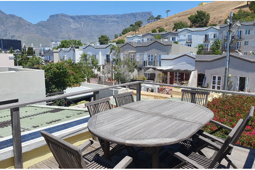 4 Bayview Terrace - deck with Table Mt. views