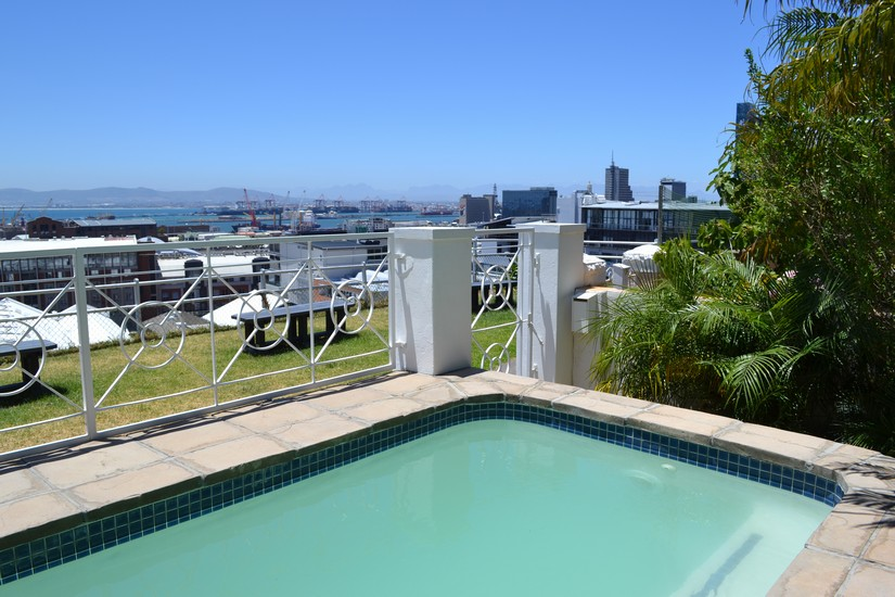4 Bayview Terrace - plunge pool & view of harbour