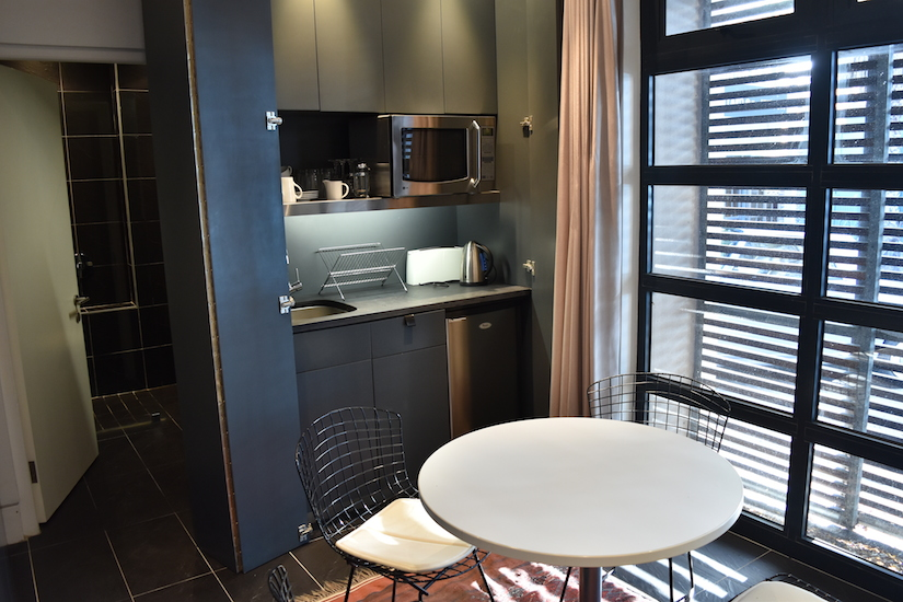Vos Lane Apt. - dining & kitchenette
